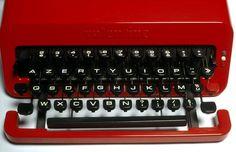 L'œuvre Machine à écrire Valentine - Centre Pompidou