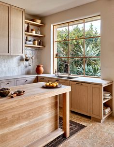 A Star Modern-Rustic Kitchen in Melbourne: Australian House and Garden& Kit. A Star Modern-Rustic Kitchen in Melbourne: Australian House and Garden& Kitchen of 2019 by Studio Ezra Home Decor Kitchen, Home Kitchens, Kitchen Ideas, Kitchen Layout, Kitchen Time, Diy Kitchen, Dream Kitchens, Modern Kitchens, Small Kitchens