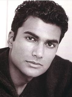 Sendhil Ramamurthy played this intelligent, curious character (Mohindur Suresh) on Heroes and I remember at first I wasn't into him. But damn, he is all kinds of right.