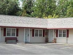 Seneca Falls (NY) Starlite Motel United States, North America Starlite Motel is perfectly located for both business and leisure guests in Seneca Falls (NY). Both business travelers and tourists can enjoy the hotel's facilities and services. Service-minded staff will welcome and guide you at the Starlite Motel. Each guestroom is elegantly furnished and equipped with handy amenities. The hotel offers various recreational opportunities. Friendly staff, great facilities and close ...