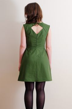 Pretty sewing patterns - Belladone dress (Deer and Doe) But international shipping :(