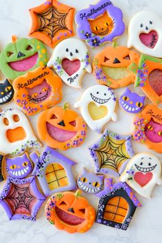 Shared by Lauren. Find images and videos about food, sweet and cats on We Heart It - the app to get lost in what you love. Halloween Cookies Decorated, Halloween Sugar Cookies, Halloween Treats, Halloween Makeup, Galletas Cookies, Easter Cookies, Halloween Biscuits, Halloween Backen, Cookie Time