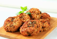 Going to try these tasty and nutritious Zucchini Chickpea Burgers. Will sub out the breadcrumbs with quinoa to make them Healthy Hamburger Recipes, Meatloaf Recipes, Vegetarian Recipes, Healthy Recipes, Going Vegetarian, Chickpea Burger, Chickpea Patties, Low Sodium Recipes, Bean Burger