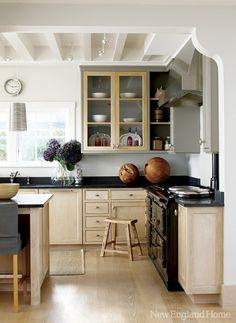 dark counters + light cabinets