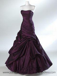Dark purple wedding dress, looks like a prom dress but still beautiful Formal Evening Dresses, Evening Gowns, Prom Dresses, Bridesmaid Dresses, Bridesmaids, Purple Wedding Dresses, Pageant Dresses, Formal Prom, Quinceanera Dresses