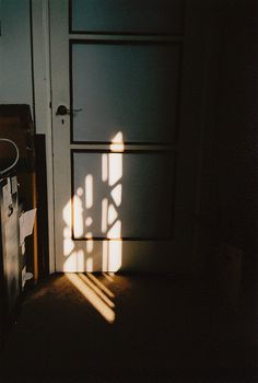 Photography inspiration lighting sun 39 New ideas Shadow Play, Luminaire Design, Morning Light, Morning Sun, Light And Shadow, Film Photography, Vintage Photography, Morning Photography, Candle Sconces