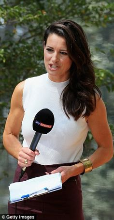 Kirsty Gallacher presents from Augusta National for Sky Sports News on Wednesday... Sky Sports Presenters, Tv Presenters, Kirsty Gallacher, Female News Anchors, Lindsey Vonn, Wife And Girlfriend, Pale Skin, Sports News, New Hair