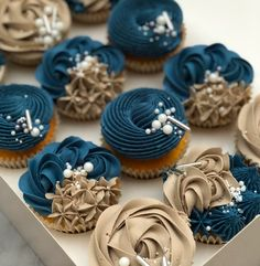 Learn how to pipe these beautiful buttercream cupcakes The Taylor Made Way with my Taylor Made Elegance range online tutorial. Elegant Cupcakes, Fancy Cupcakes, Flower Cupcakes, Rustic Cupcakes, Mocha Cupcakes, Gourmet Cupcakes, Beautiful Cupcakes, Strawberry Cupcakes, Velvet Cupcakes