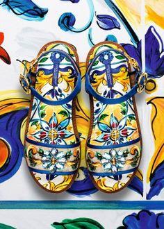 243014f274893 Dolce  amp  Gabbana Women s Maiolica Collection Fall Winter 2016 2017