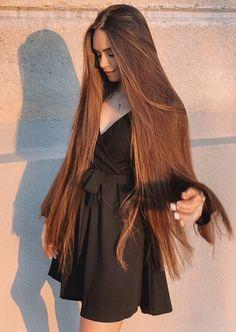 A straight Italian Guy, Lover of Long, Silky Hair. Really Long Hair, Super Long Hair, Beautiful Long Hair, Gorgeous Hair, Silky Hair, Hair Looks, Pretty Hairstyles, Hair Inspiration, Curly Hair Styles