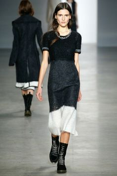 schwarz weißes Outfit langer Rock Bluse in Schwarz