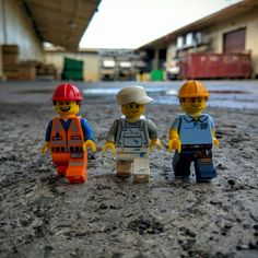 The working crew #toyphotogallery #toyphotography #afol #stuckinplastic #legophotography #Lego #painter #carpenter #construction #toys