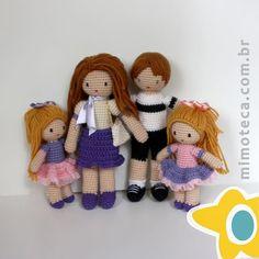 Agora a família completa !! ❤️❤️❤️ #mimoteca #emoçãoemarte #feitocomamor ================================= #amigurumi #designercrochet #boneca #festainfantil #decor #bonecadecrochet #mimos #presentes #props #feitoamao #dicadepresente #personalizados #partykids #ideias #casamento #maternidade #handmade Contato e orçamento:  Site: www.mimoteca.com.br e-mail: mariana@mimoteca.com.br Face: MarianaTorresFreire