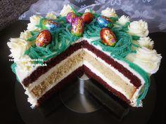 Výborná, veľmi jemná a svieža tortička. Piekla som ju pred rokom na sviatky, no recept som nejak nestihla napísať, tak ho pridávam ...