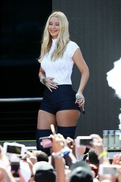 Iggy Azalea Performing Live at the Mack-A-Poolooza Festival in Miami Beach Laura Vandervoort, Kristin Kreuk, Thing 1, Iggy Azalea, Celebrity Travel, Hot Outfits, Gal Gadot, Beautiful Legs, Hollywood Actresses