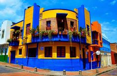 La Candelaria, Bogota Colombia Mansions, Country, House Styles, Places, Buildings, Home Decor, World, Colonial Architecture, Bogota Colombia
