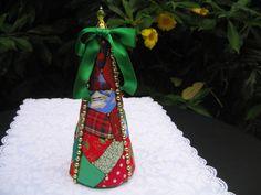 Mini Arvore de Natal,   Feita totalmente a mão.  Em Patchwork.  Acabamento impecável.  Enfeite de Natal, ideal para um cantinho. R$ 10,00