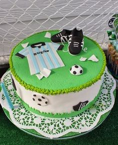 Football Cake by Violeta Glace Sports Birthday Cakes, Football Birthday Cake, Sports Themed Cakes, Soccer Birthday Parties, Soccer Party, Beautiful Cakes, Amazing Cakes, Sport Cakes, Soccer Cakes