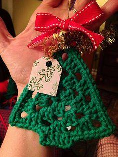 Fiddlesticks - My crochet and knitting ramblings.: Crochet Christmas Ornaments - Fiddlesticks – My crochet and knitting ramblings. Crochet Christmas Decorations, Crochet Christmas Ornaments, Christmas Crochet Patterns, Christmas Knitting, Christmas Diy, Rustic Christmas, Christmas Shirts, Christmas Shopping, Crochet Crafts