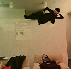 Chanyeol sexy pose on top of wall Kpop, Types Of Boyfriends, Exo Korean, Korean Boy Bands, Exo Members, Sexy Poses, Getting Bored, Park Chanyeol, Kyungsoo