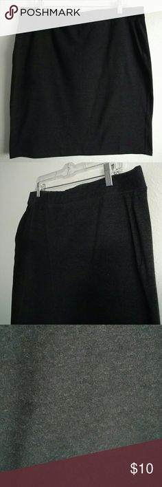 """Dark Grey Pencil Skirt Figure flattering pencil skirt from Old Navy. Waist measures 18"""" across and the length is 20.5"""". Made of 83% cotton and 17% spandex. Old Navy Skirts Midi"""