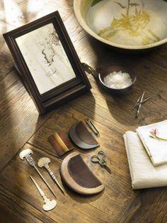 Antique Korean grooming set. #DecorativeKoreanArt #PhotojournalismKorea