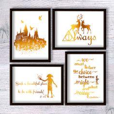 Harry Potter drucken Harry Potter Poster Harry Potter Set von 4 Harry Potter echte Folie Dekor Kinderzimmer Wand Dekoration Baby Shower Geschenk Dieses Angebot ist für einen Satz von 4 Drucke. Nach der Förderung Buy 2 Get 1 freier plus 10 % Ermäßigung. Sie können die Größe und die