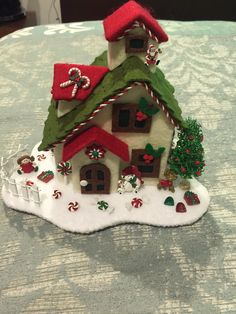 Diy Christmas Village, Miniature Christmas, Christmas Villages, Felt Christmas, Christmas Traditions, Christmas Time, Christmas Wreaths, Christmas Ornaments, Christmas Projects