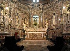 Festa grande per San Cataldo a Taranto. La processione a mare, i fuochi sotto al Castello Aragonese e il tradizionale mercatino di via Garibaldi