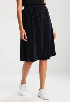 """Vero Moda. VMJACKIE - Pleated skirt - navy blazer. Fit:regular. Our model's height:Our model is 69.5 """" tall and is wearing size 10. Outer fabric material:100% polyester. Care instructions:do not tumble dry,machine wash at 30°C,A shrinkage of up to ..."""