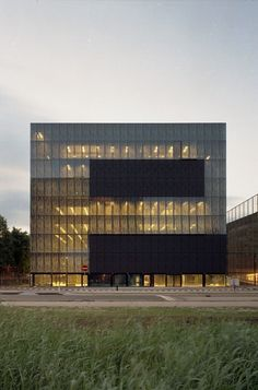 Best Ideas For Architecture and Modern Design : – Picture : – Description Utrecht University Library/Wiel Arets Architects University Architecture, Facade Architecture, Beautiful Architecture, Contemporary Architecture, Library Architecture, Utrecht, Fritted Glass, Holland, Modern Library