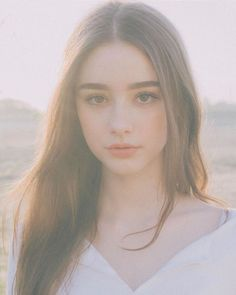 Image may contain: one or more people, sky and closeup Aesthetic People, Aesthetic Girl, Beautiful Girl Image, Beautiful Eyes, Pretty Makeup, Makeup Looks, Cute Girl Face, Ulzzang Korean Girl, Beauty Full Girl