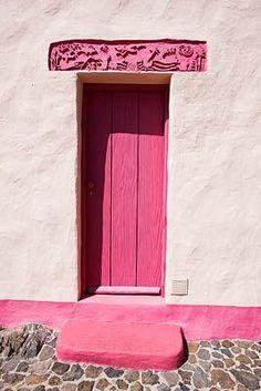 Pink door in Culture Park Mariposa, Arona, Tenerife, Canary Islands Door Knockers, Door Knobs, Door Handles, Cool Doors, Unique Doors, Chinese Wall, Portal, When One Door Closes, Canary Islands