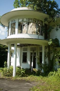 Abandoned Art Deco House in Singapore