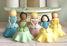 Princess cupcakes (cupcake is under the dress). What a great idea!