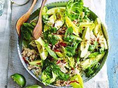 Salade van gepocheerde kip met avocado en papaja - Libelle Lekker