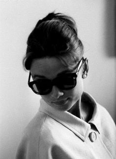 My mom & sis have both said I look like her when I wear oversized glasses & one of my vintage coats. Yeah. I frickin' wish.