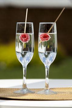 A tutaj zaskoczenie :-) Woda z bąbelkami wzmocniona smakiem malinek ;-) Kieliszki do szampana PRESTIGE z kolekcji AMBITION Flute, Champagne, Tableware, Dinnerware, Tablewares, Flutes, Dishes, Tin Whistle, Place Settings