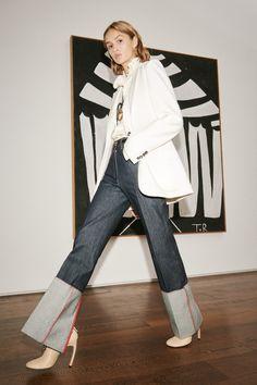 Victoria Beckham Spring 2021 Ready-to-Wear Collection - Vogue London Fashion Weeks, New York Fashion, Look Jean, Denim Look, Denim Jeans, Jeans Trend, Denim Trends, Fashion 2020, Fashion News