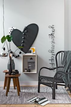 Cozy place to sit with a heart shaped chalkboard, a cheerful text, tags and photo frame. On the side tables are different grey vases | Styling Fietje Bruijn | Photographer Dennis Brandsma | vtwonen catalog autumn 2015 | #vtwonencollectie