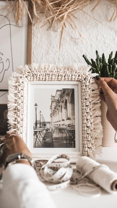 Cute Diy Room Decor, Diy Crafts For Home Decor, Diy Crafts Hacks, Diy Wall Decor, Diy Crafts Videos, Diy Crafts To Sell, Diy Videos, Macrame Mirror, Macrame Wall Hanging Patterns