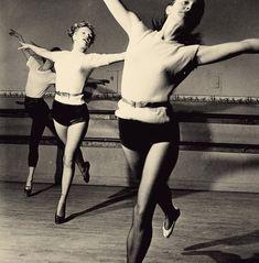 Marilyn Monroe in dance class, 1950s