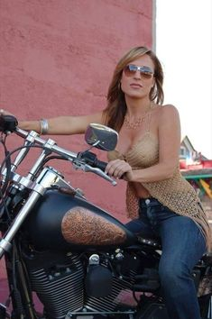 There are now photos & Videos of Real Biker Babes, Biker Events, Motorcycles (of all sizes & MFG's) plus incredible photos of professional and amateur models posing with bikes of all kind. If it has two or three wheels, it gets. Lady Biker, Biker Girl, Motorbike Girl, Motorcycle Girls, Girl Bike, Hot Bikes, Biker Chick, Car Girls, Harley Davidson