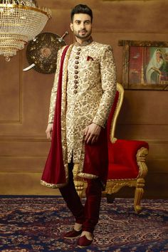 Gold and Maroon Mens Sherwani Indian Wedding Pictures, Wedding Dresses Men Indian, Wedding Dress Men, Bridal Dresses, Indian Groom Dress, Bridal Pictures, Indian Weddings, Wedding Couples, Mens Sherwani