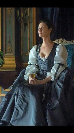 Here is another new still of Caitriona Balfe as Claire Fraser in Outlander season 2 as part of the Source: 1 Claire Fraser, Jamie Fraser, Jamie And Claire, Outlander Tv Series, Outlander Characters, Diana Gabaldon Outlander Series, Outlander Season 2, Starz Series, Outlander Fergus