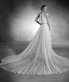 Nerea - Wedding dress with sweetheart neckline and gemstones