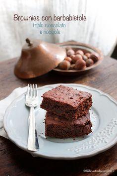 Brownies con barbabietola, i tradizionali dolcetti americani in versione vegan, senza burro, senza uova e con l'aggiunta del salutare ortaggio rosso