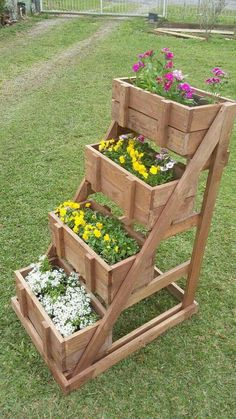 More from my Inspiring DIY Projects Pallet Garden Design IdeasPallet Projects – Clever, Crafty and Easy DIY Pallet Creative and Inspiring Garden Art From Junk Design Ideas For SummerCreative DIY Garden Sign. Garden Boxes, Garden Planters, Diy Garden Box, Diy Planters, Potager Palettes, Diy Garden Furniture, Furniture Ideas, Furniture Design, Small Furniture