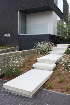Best Indoor Garden Ideas for 2020 - Modern Landscape Stairs, House Landscape, Landscape Design, Modern Landscaping, Outdoor Landscaping, Front Yard Landscaping, Landscaping Ideas, Outside Stairs, Front Yard Plants