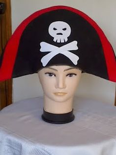 Gorros Locos, Sombreros de Foamy Crazy Hat Day, Crazy Hats, Fiesta Colors, Funny Hats, Hat Crafts, Big Face, Ideas Para Fiestas, Beach Party, Couture